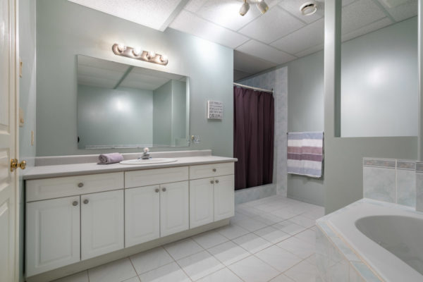 neutral bathroom Tracey Vrecko Kelowna Real Estate