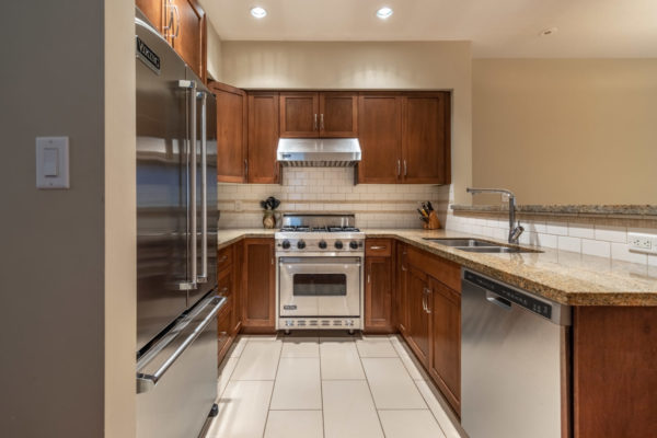 Stainless Steel Kitchen Quincy Vrecko Kelowna Real Estate
