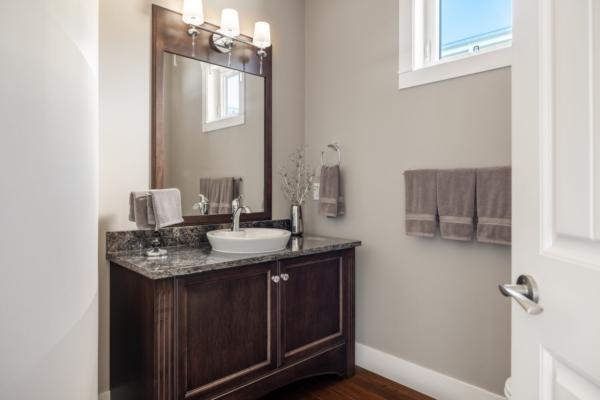 1477 Pinot Noir Drive - guest bathroom - Quincy Vrecko