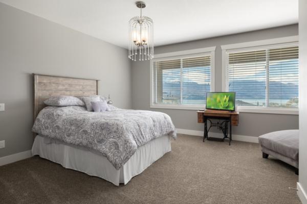 1477 Pinot Noir Drive - modern bedroom - Quincy Vrecko