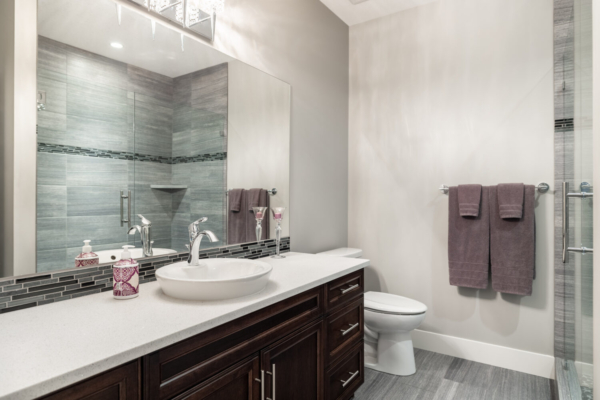 1477 Pinot Noir Drive - modern bathroom - Quincy Vrecko